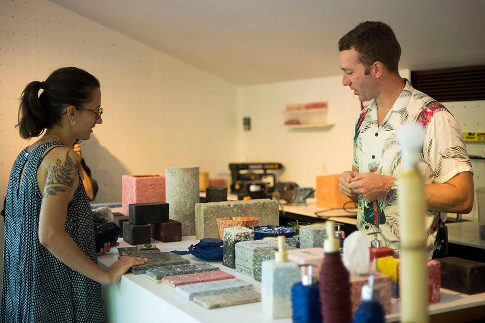 Scott et Louna dans le Sustainism Lab